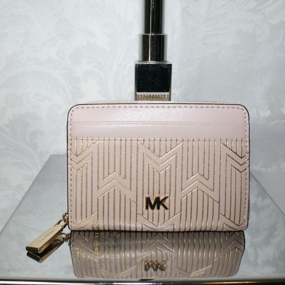 Michael Kors Handbags - MICHAEL KORS MONEY PIECES ZIP AROUND CARD CASE